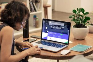 Laptop for online counseling for mindshift.gr